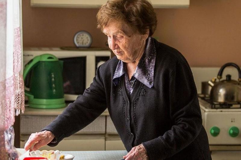 Одиноким пенсионерам будут готовить еду и убирать квартиры: в Новороссийске заработала служба поддержки